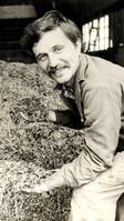 Лысков В.Н., машинист АВМ (агрегата по приготовлению витаминного корма - муки) Фаленской птицефабрики. 1983 г.