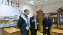 Обсуждение выставки. Слева направо: В.С. Жаравин, В.А. Ситников, В.А. Городилов