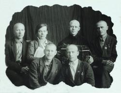 Библиотекарь с группой призывников 1915 года рождения.