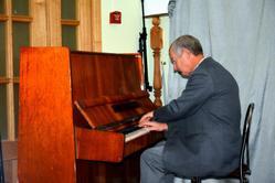 За фортепьяно — А. Хашковский